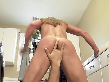 Beautiful milf ravihsed by a younger stud