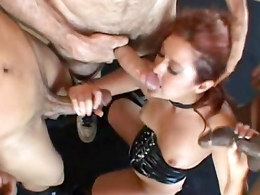 Close-up facial banging with sexy mommy