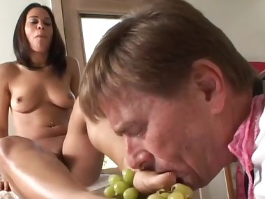 Ebony slut with big tits gives a blowjob in the..