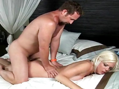 Deepthroat mom nailed in the pussy