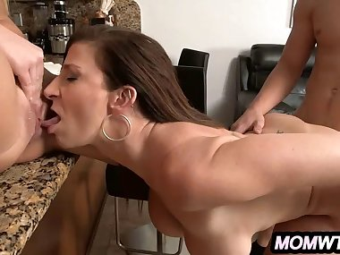 Stepmom and step daughter threesome_2.3.wmv
