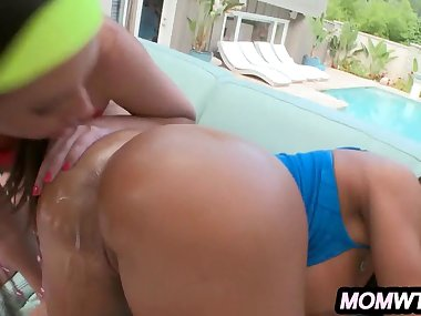 Anal Pounding A Pro Milf Mom and an Amateur..