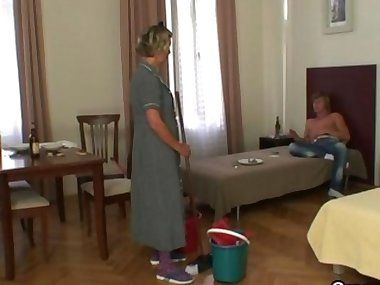 Cleaning woman gets her pussy filled with hard..