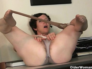 Big clit milf Raquel and hairy pussy mom Artemisia in nylon