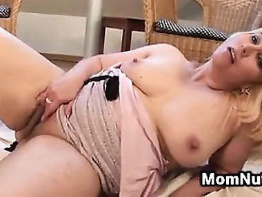 Curvy Amateur Blonde Mom Masturbates