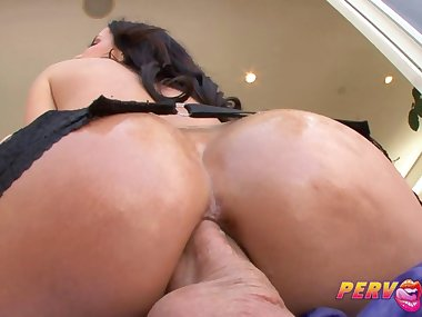 Hot bitch getting her anus drilled so well